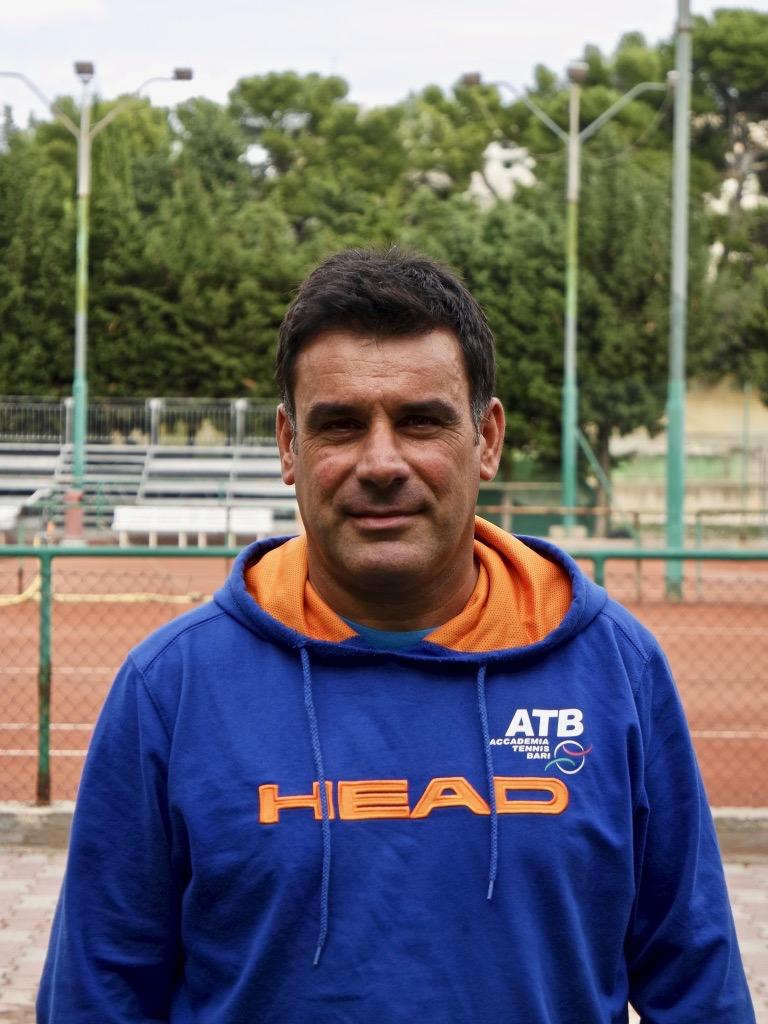 http://www.accademiatennisbari.it/site/atb-staff/roberto-capozzi/